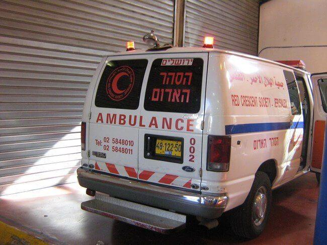 התקנת מהבהבים באמבולנס הסהר האדום ירושלים